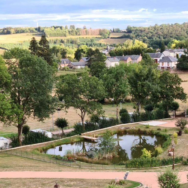 Vue de l'hôtel, côté étang