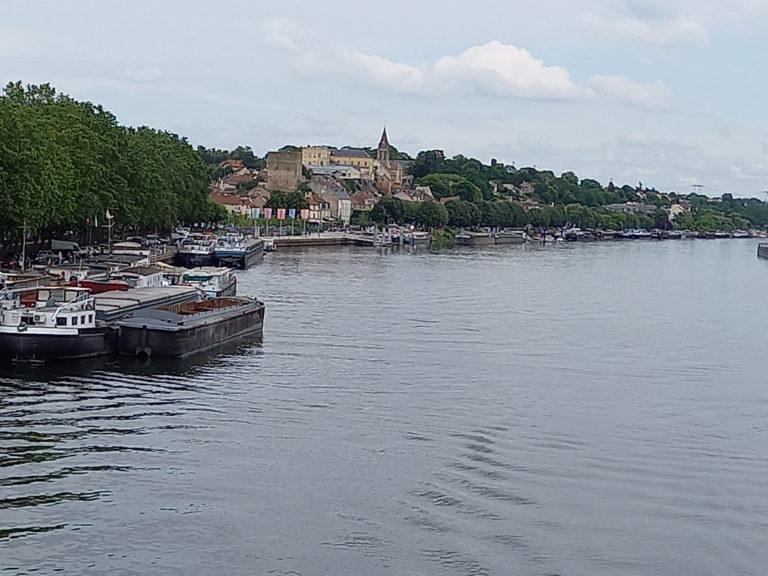 Conflans vu de la passerelle sur la Seine